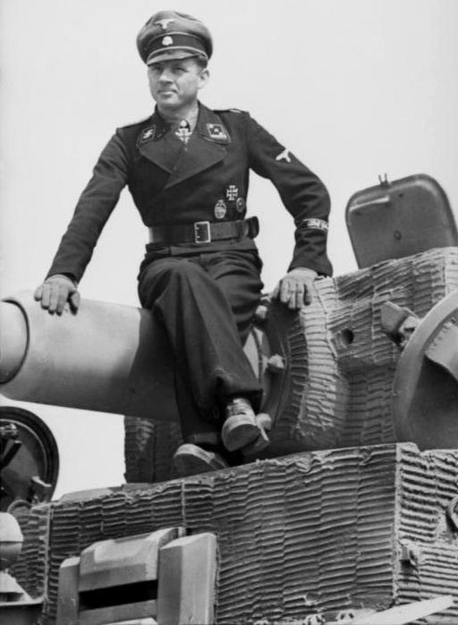 Wittmann u tanku Tiger (pozdní verze)